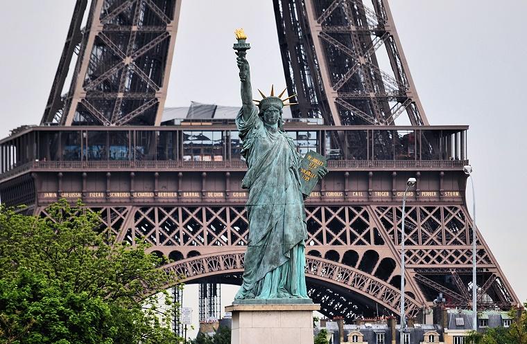 Parallaxe r plique de la statue de la libert et tour for Createur statue de la liberte